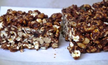 yummy chocolate popcorn bars
